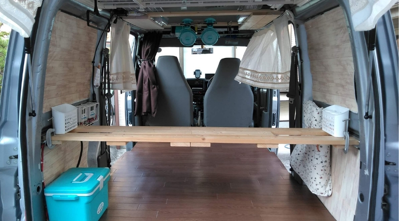 シンプルな車中泊用の車