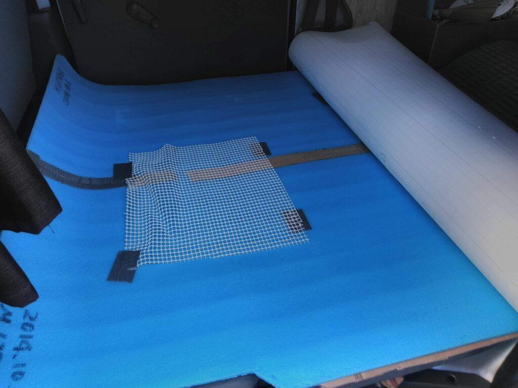 床用銀マットを敷く。