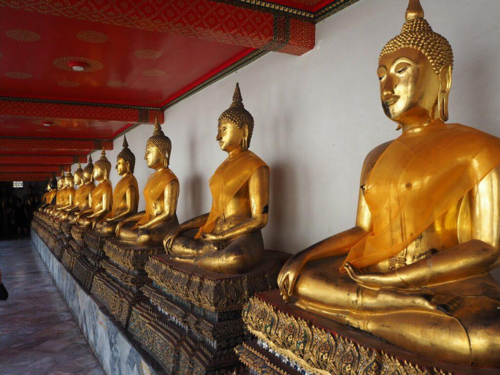 ワット・ポー 仏像が並ぶ