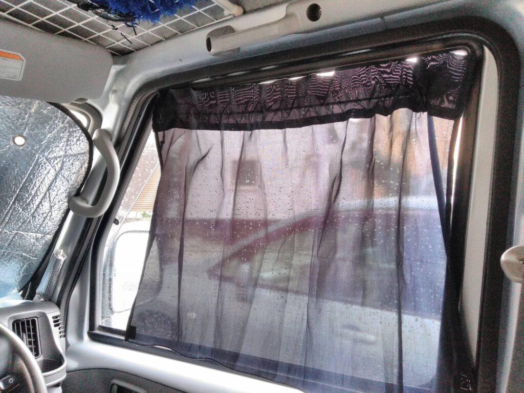 日よけカーテンで、これ2枚で100円