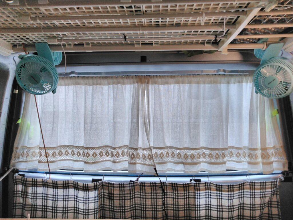 100均のカーテン利用
