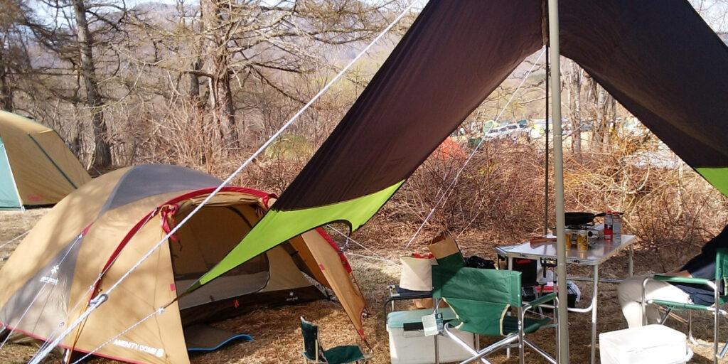 高さのあるテーブルとイスは、快適な火yンぷを楽しめます。テントキャンプで使用した時。