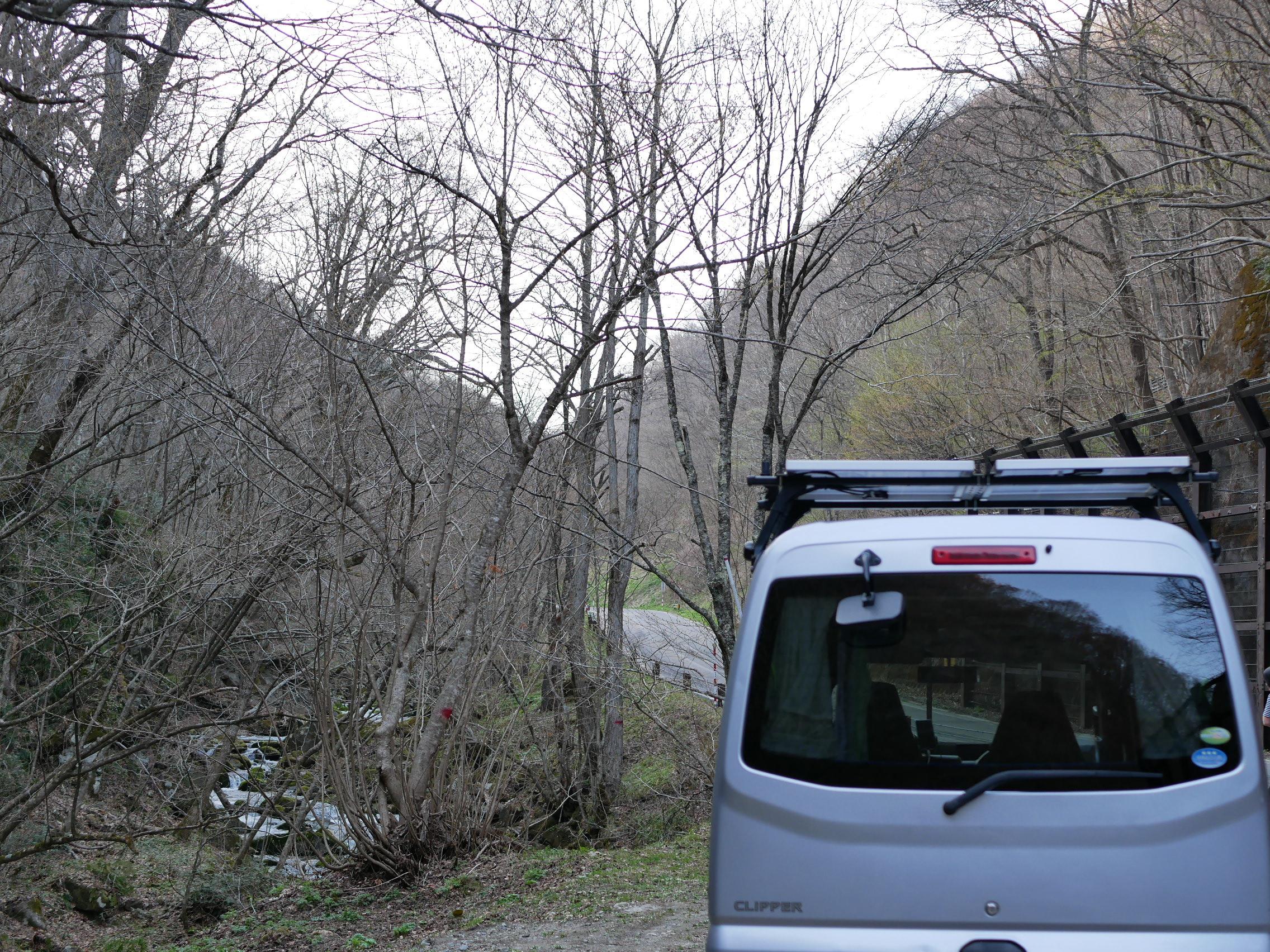 軽バンで登る山道