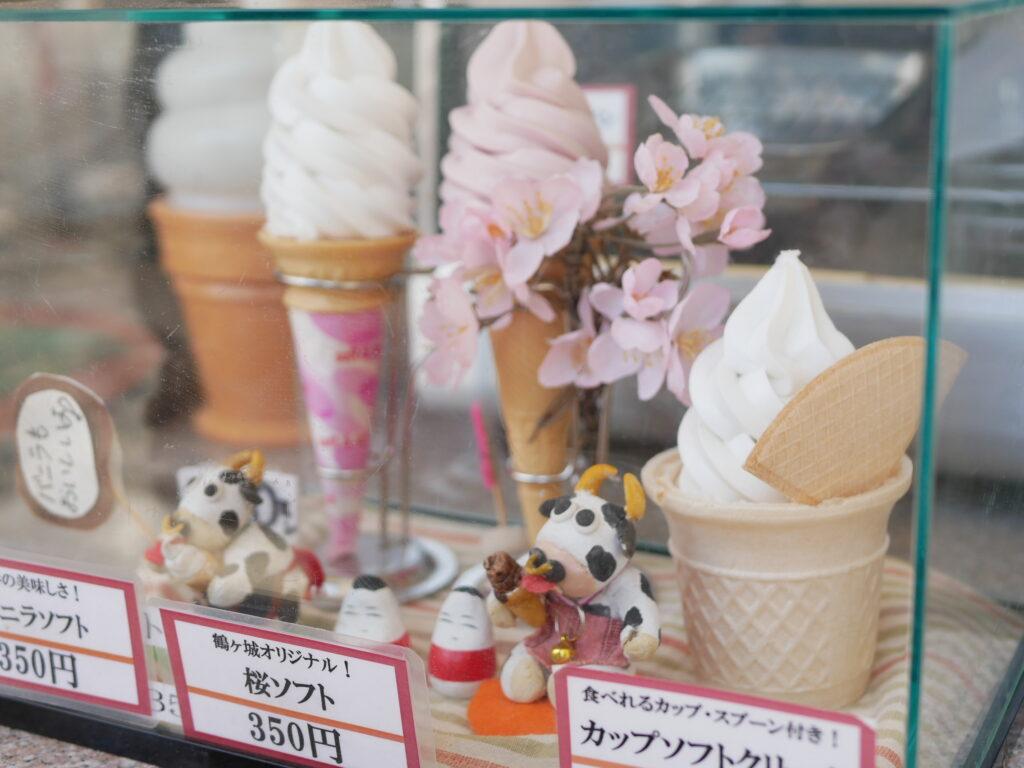 鶴ヶ城の桜ソフトが美味しい