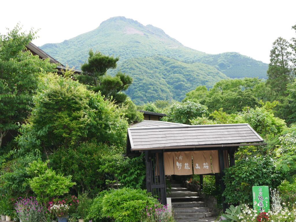 野蒜山荘の入口です。趣があります。