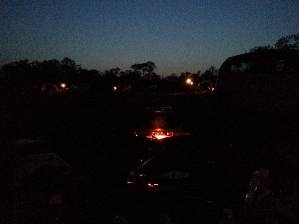 夕暮れ時のキャンプ場