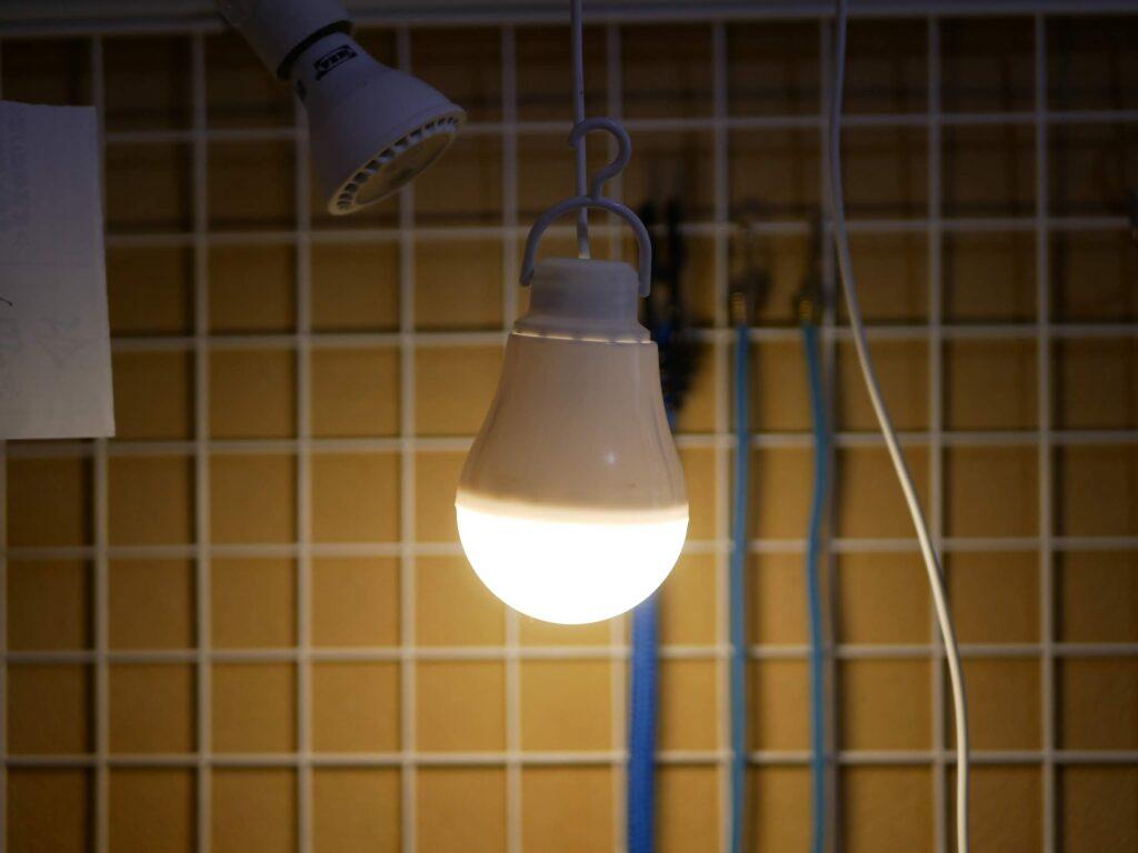 LED電球は100円です。