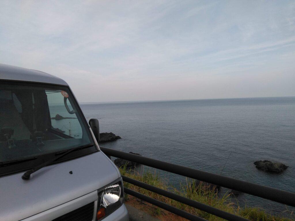 山形から秋田へ向かう日本海の道路