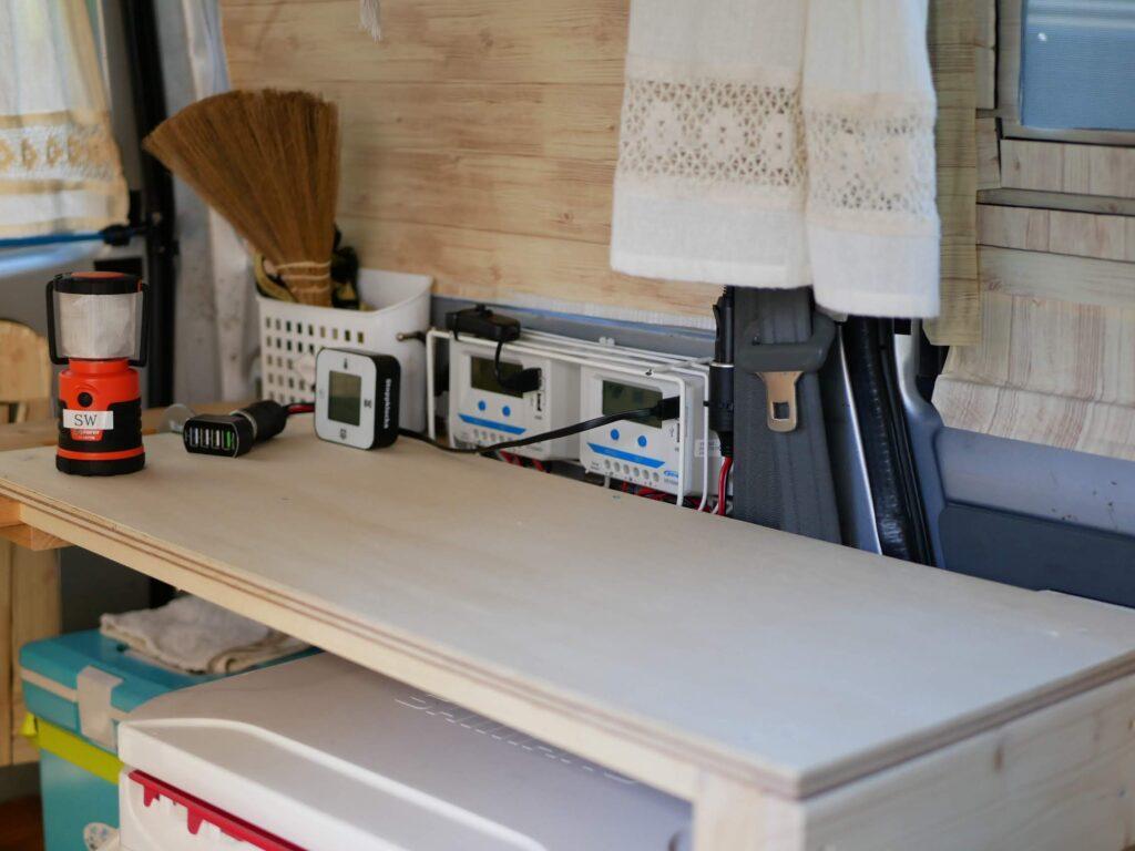 テーブル下にクーラーボックスが2つ収まります。