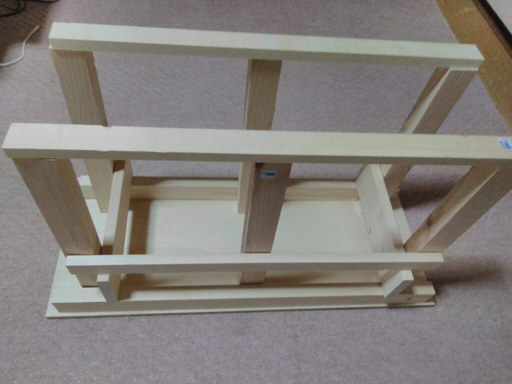 こんな感じで組み立てます。木材はカットぜず買ったままのサイズです。