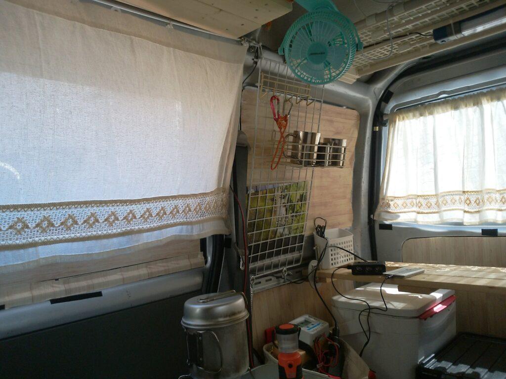 プラダン網戸と100均カーテンで目隠しと涼しくなります