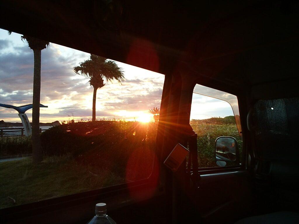 軽バンの窓がバスみたい