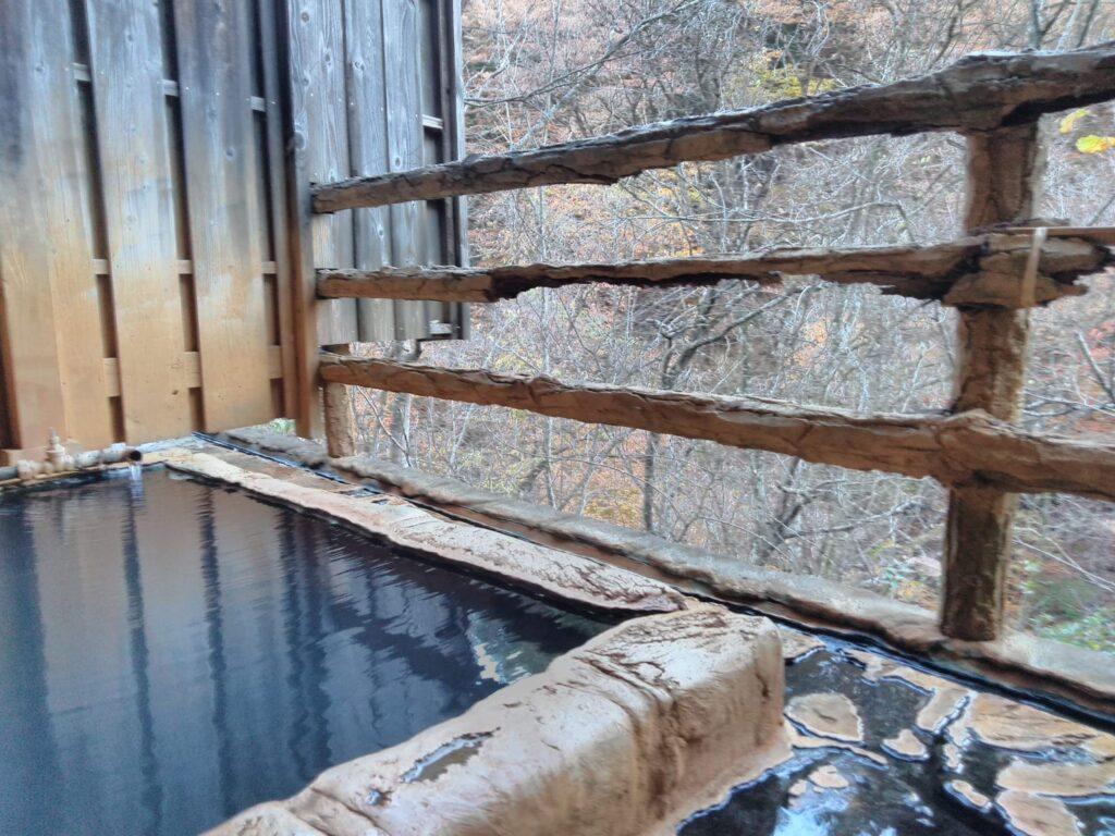 山々を見ながら入る温泉は癒されます・・・