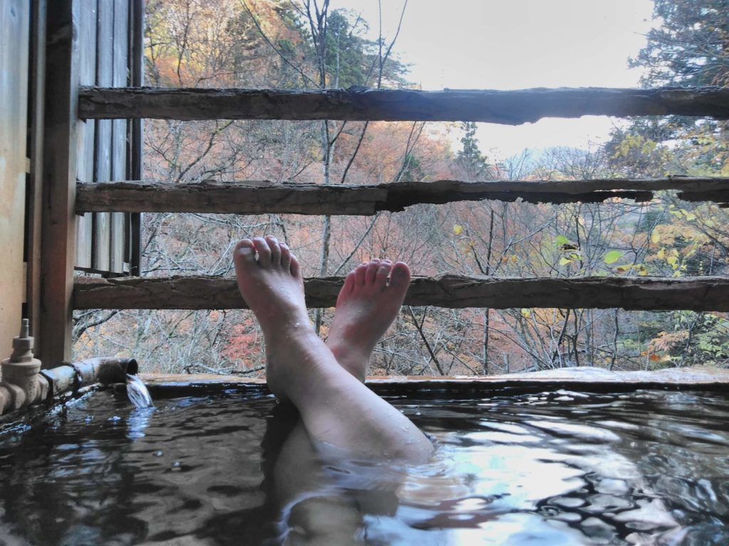 露天風呂を貸し切ってゆったり。一人しかいなかったので、貸し切りです。