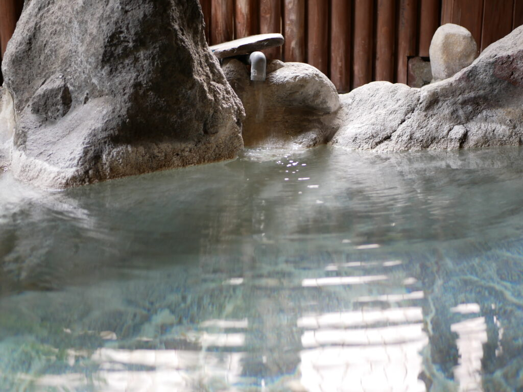 部屋から入れる温泉は長湯になってしまう