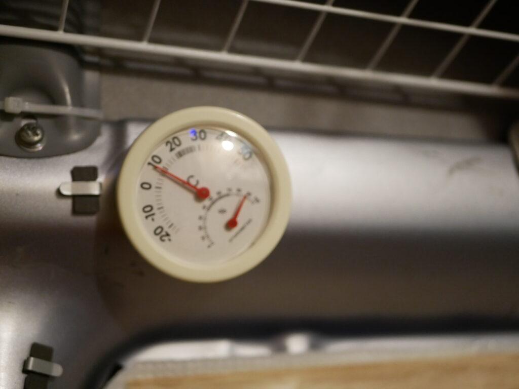 昼間は20℃あっても夜は冷えます。