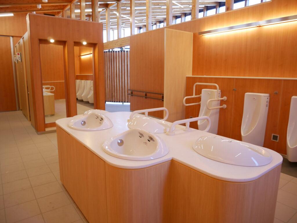 新しい設備のトイレ 道の駅「いちかわ」