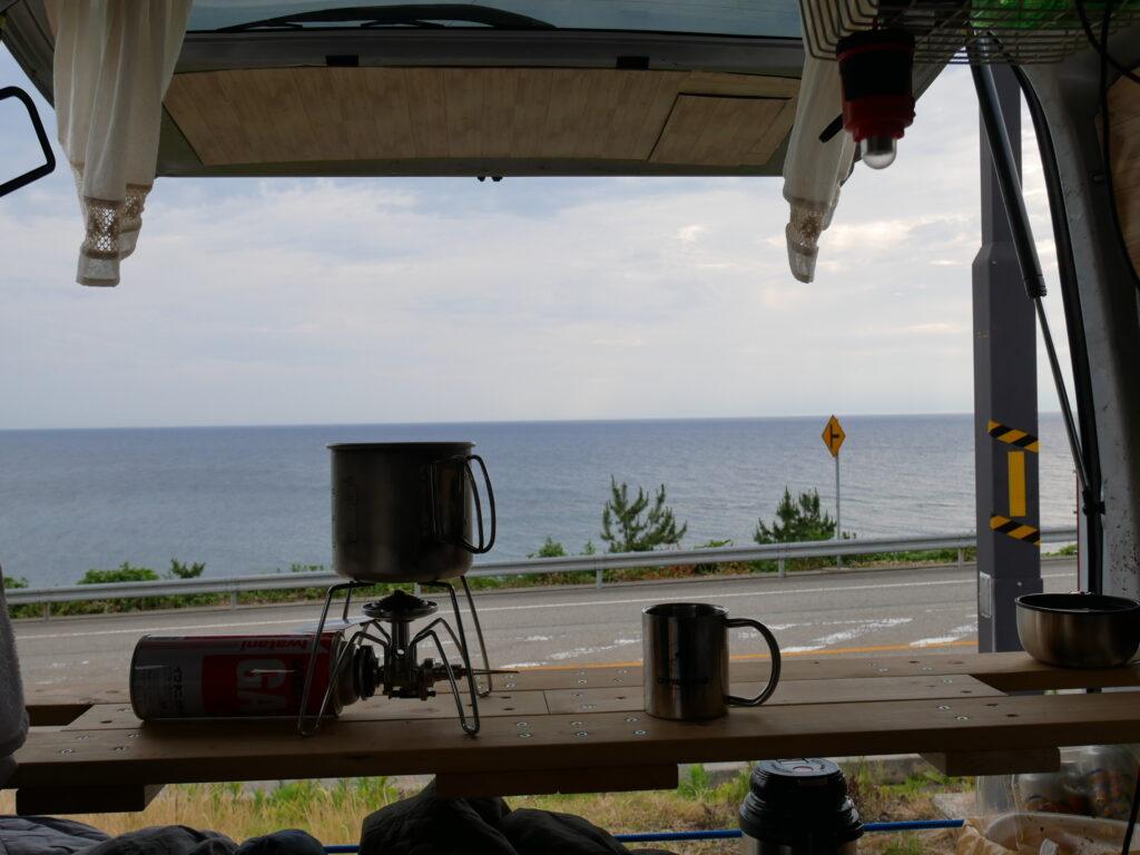 絶好の車中泊ポイント、海を見ながらリラックスできます。
