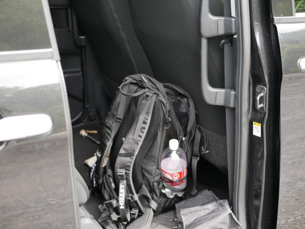車中泊では居住空間が広い車が快適です。