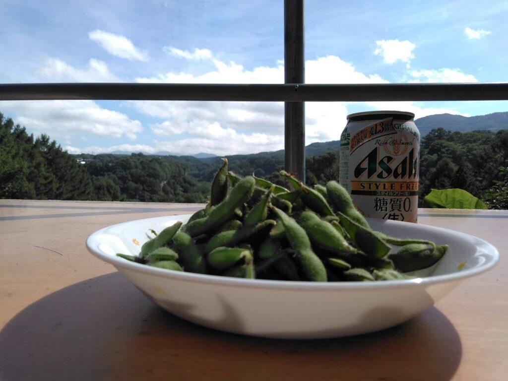 景色と採れたての枝豆は実においしいのです!