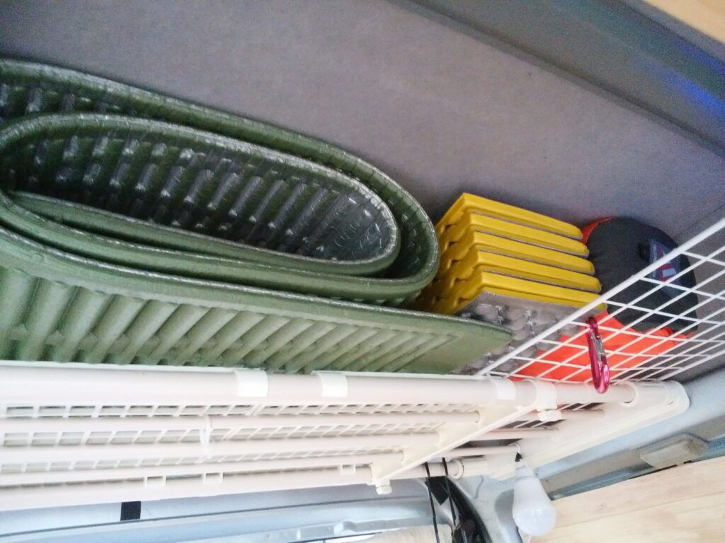 マットは天井に2セット収納