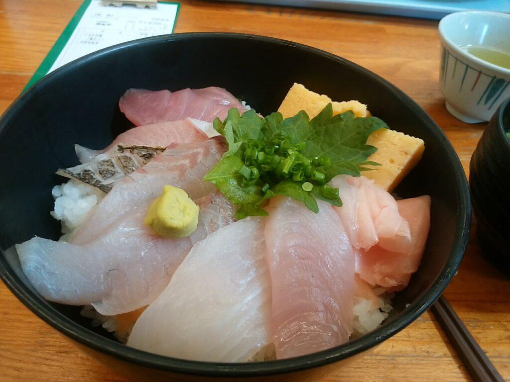時魚海鮮丼 とっても安いのです。